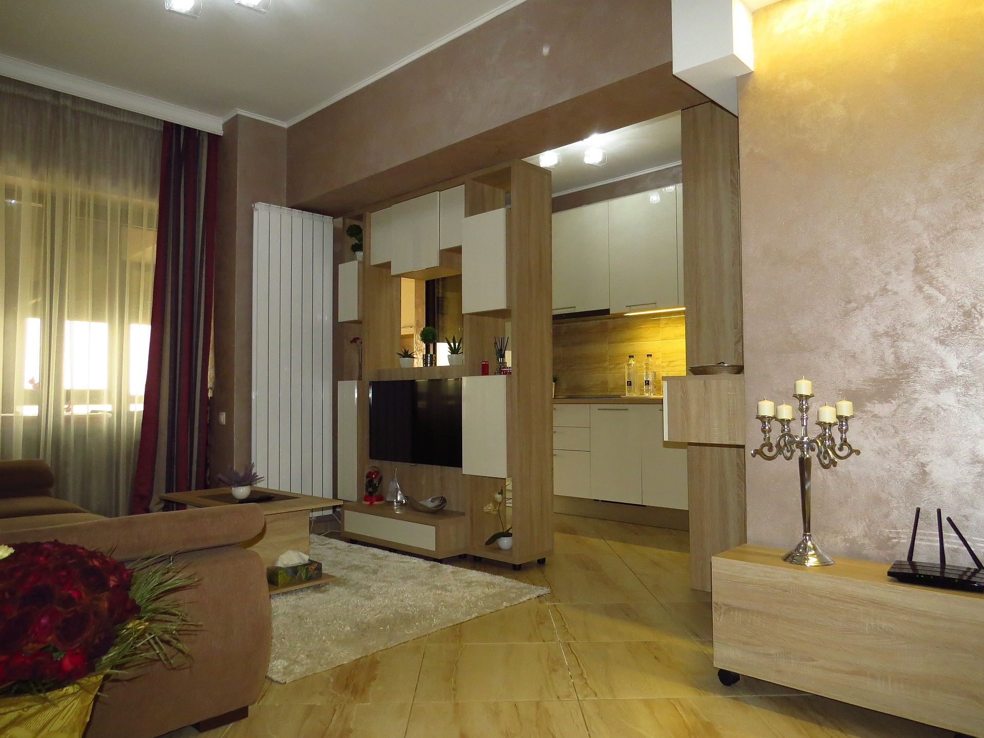 """<a href=""""mobila iving moderna """">mobila living open space Fabiana <img src='https://www.unican.ro/wp-content/themes/vita/img/dreapta.png' class='pull-right hidden-xs' style='margin-right:-10px;margin-top:-10px; max-height:41px'></a>"""