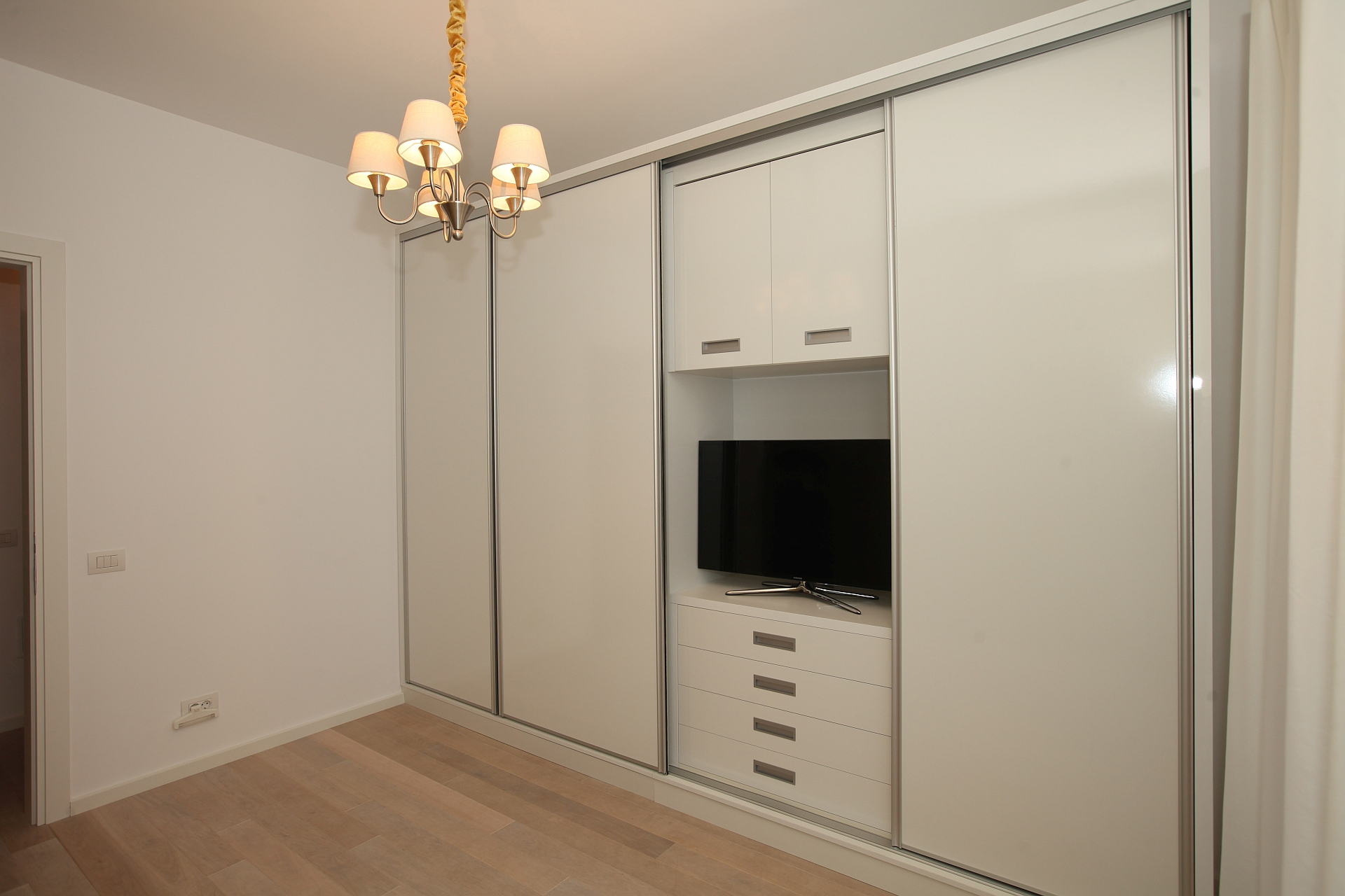 Dressing cu TV incorporat 3